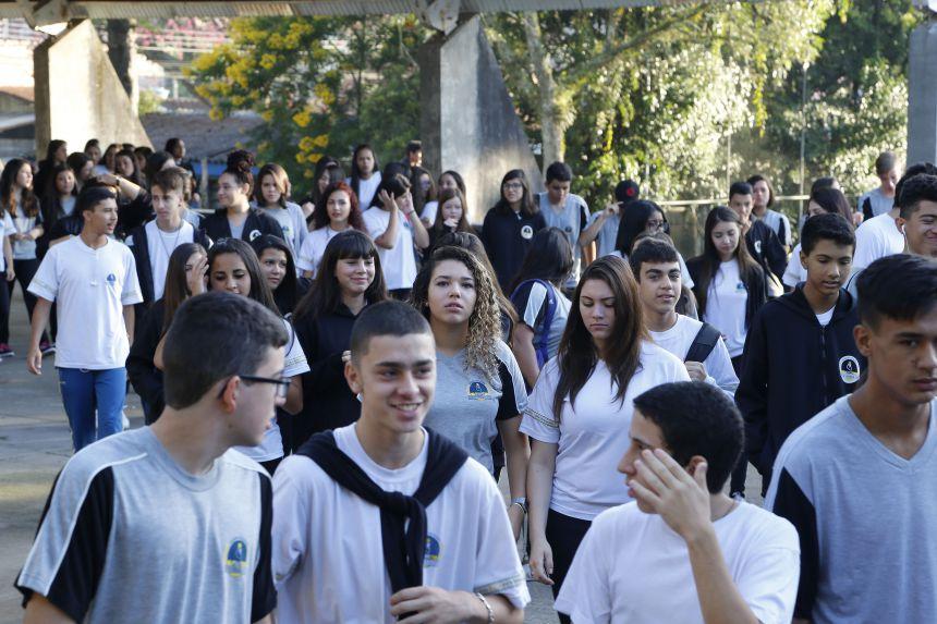 Mais de um milhão de alunos retornam às escolas da rede pública estadual