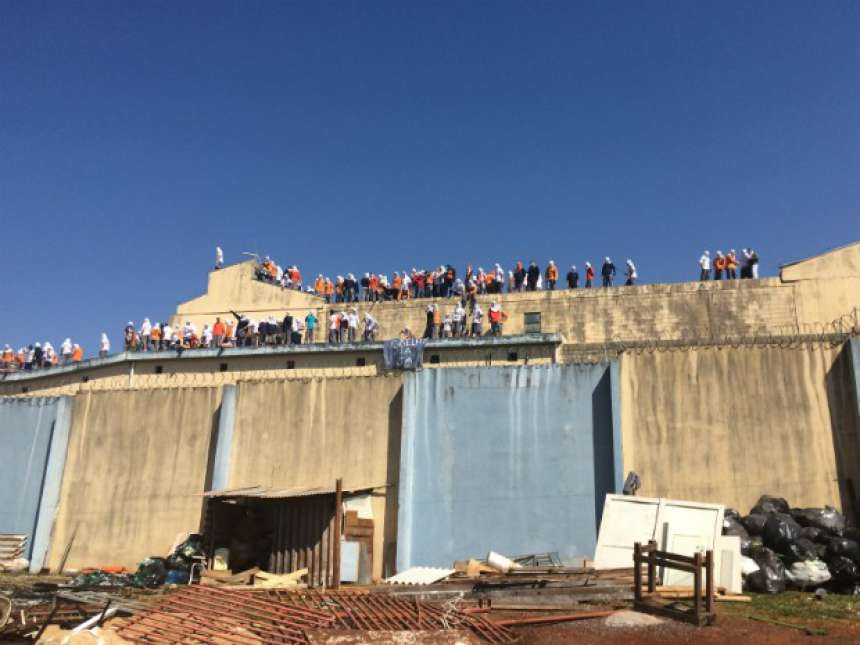 Após 45 horas, presos libertam reféns e encerram rebelião em Cascavel