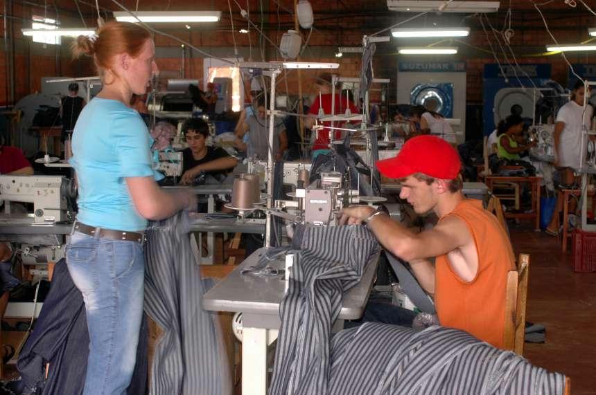 Emprego industrial no Paraná cresce por 20 meses seguidos