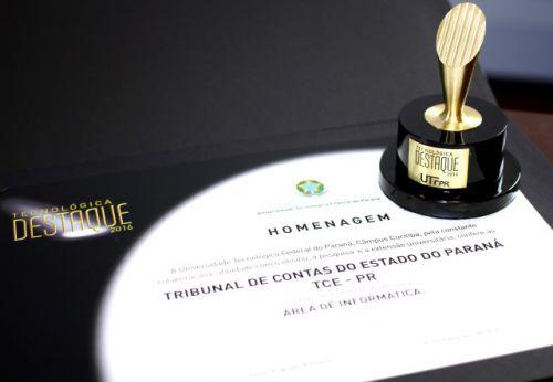 Tribunal de Contas recebe da UTFPR título de entidade do ano na área de TI