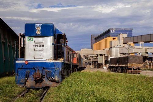 Transporte de cargas por trem cresce 15% nos Portos do Paraná