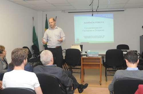Paraná discute venda de conveniências em farmácias