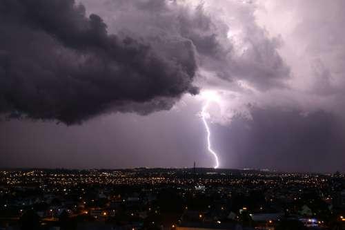 Previsão de chuvas fortes mantém Defesa Civil do Paraná de prontidão