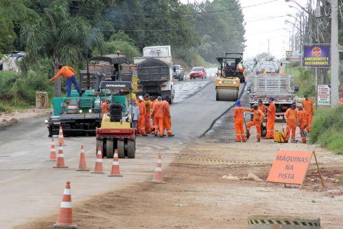 Governo do Estado entrega primeiros trechos da nova pavimentação