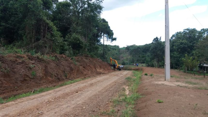Readequação nas Estradas Rurais de Volta Grande à Chapada