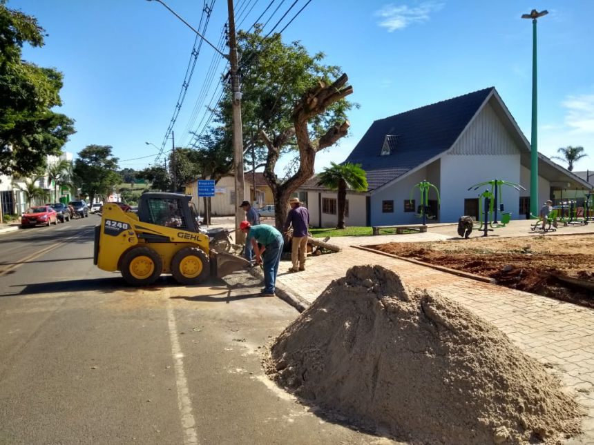 E AS OBRAS MUNICIPAIS CONTINUAM