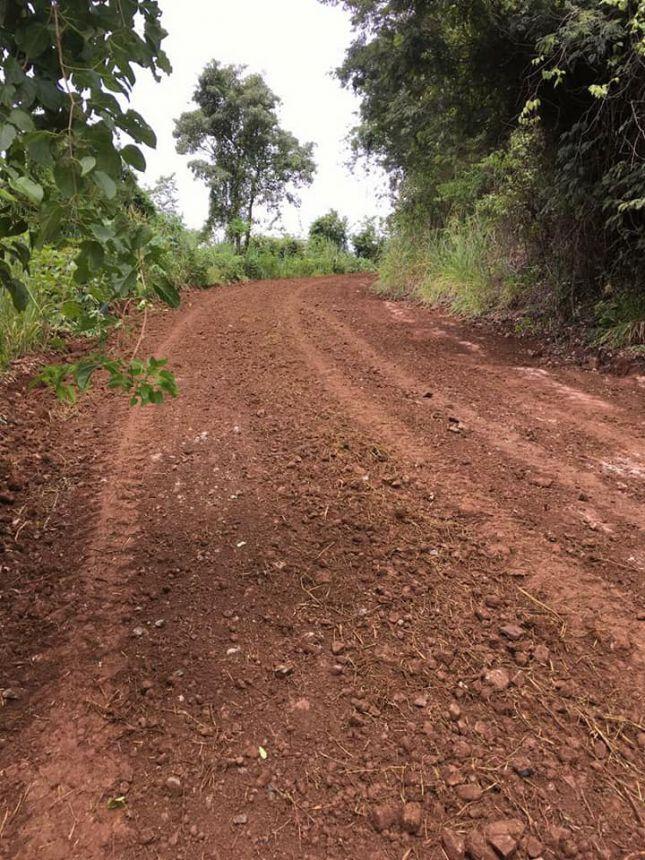 Equipe em ação para melhorar a trafegabilidade das nossas estradas rurais!