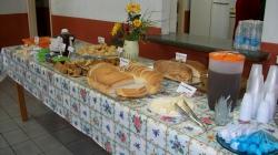 Café da manhã preparado pelas funcionárias da APMI e cantinho Agricola
