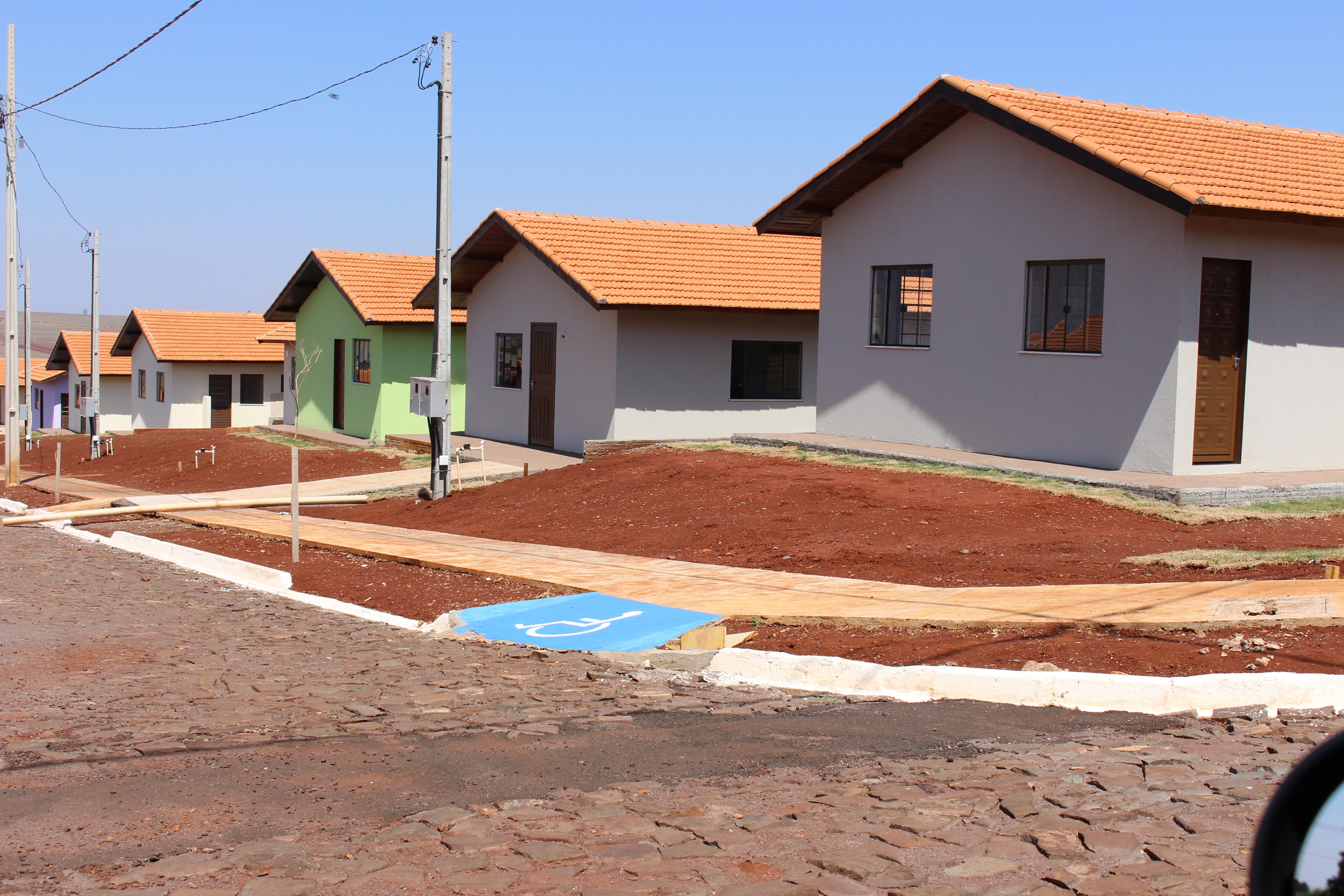 Governo do Paraná entrega moradias urbanas em Tupãssi
