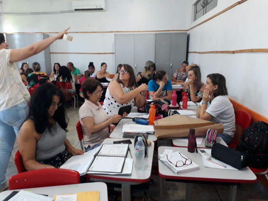 Educação de Tupãssi investe em formação para professores e novidade no uniforme escolar