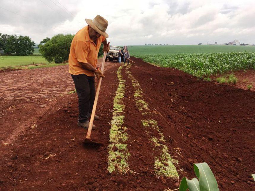 Estrada de acesso à Vila Rural recebe melhorias e adequações