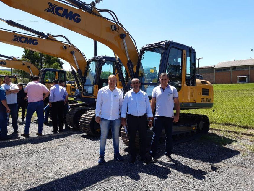 Tupãssi recebe escavadeira conseguida pelo ex-deputado Dilceu Sperafico