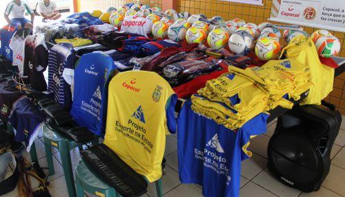 Projeto Esporte na Escola recebe novos materiais esportivos