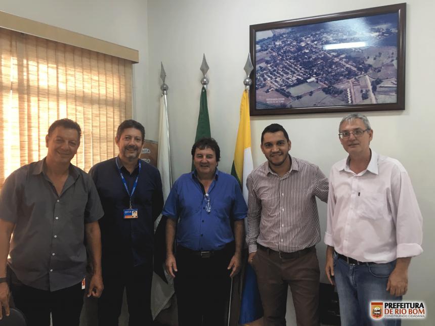 Prefeito recebe nova gerência da Caixa Econômica Federal de Apucarana, agência que atende ao município