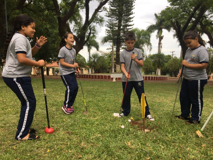 Professores e alunos constroem campo de Golf 7