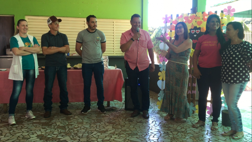 Prefeito Ene ao lado da diretoria do CMEI, vereadores e do presidente da AME-RB, Gieverson Rodrigues