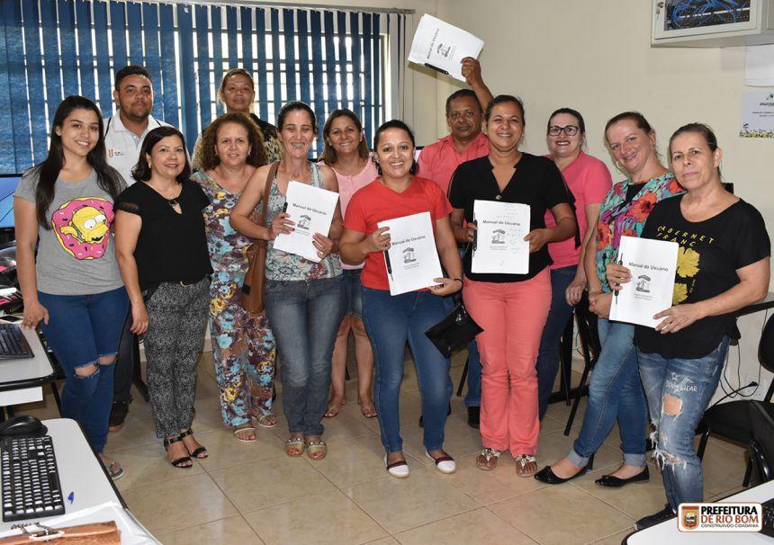 Conselheiros no 2º dia de capacitação, com a conselheira Lucimara Lopes Delfino