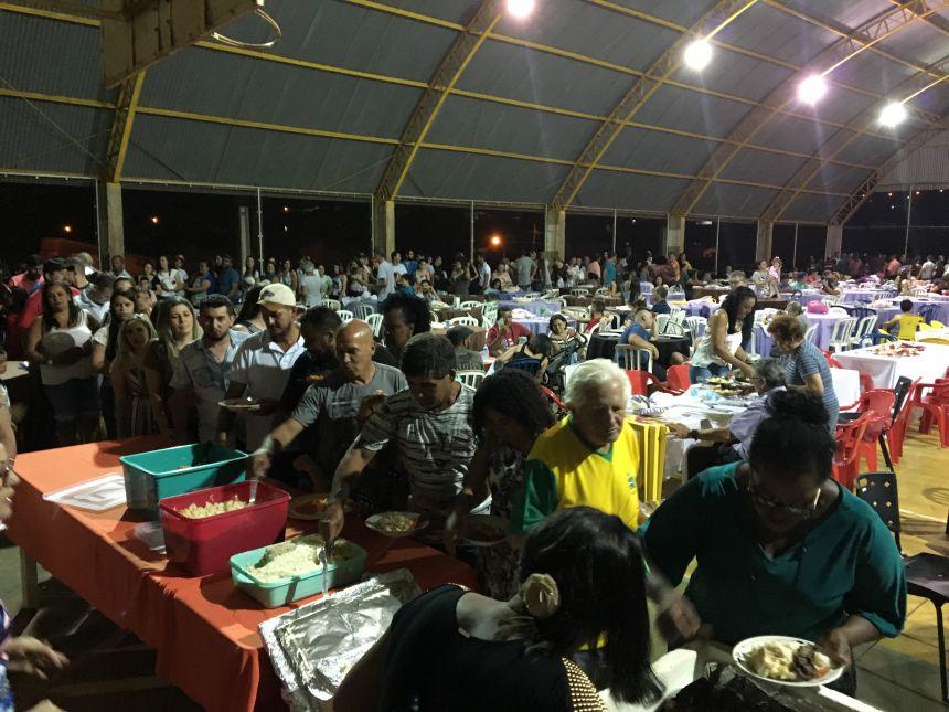 Mais de 750 pessoas compareceram ao jantar dos servidores públicos municipais