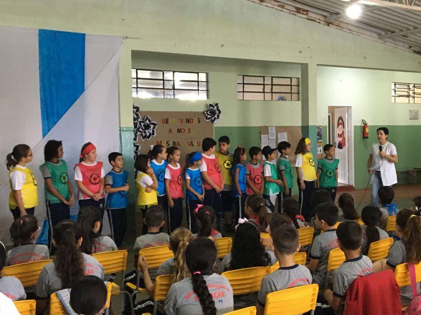 Coleta Seletiva foi o tema trabalhado pela professora Vilma, com os alunos do 2º ano B e do 4º ano A