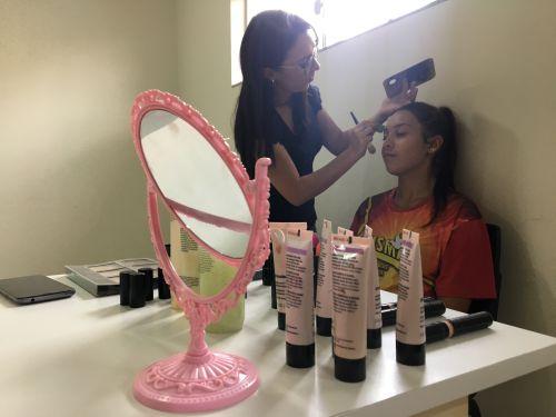 A maquiadora, Fyama Andrade, deixou a pele das mães mais linda, em virtude do dia das mães, no próximo dia 12