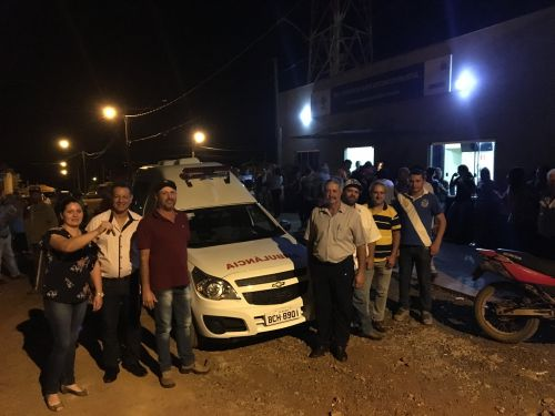Prefeitura entrega ambulância ao distrito de Santo Antônio do Palmital