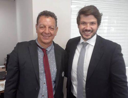 Prefeito Ene e deputado estadual Tiago Amaral (PSB), na cerimônia de posse dos deputados estaduais do Paraná