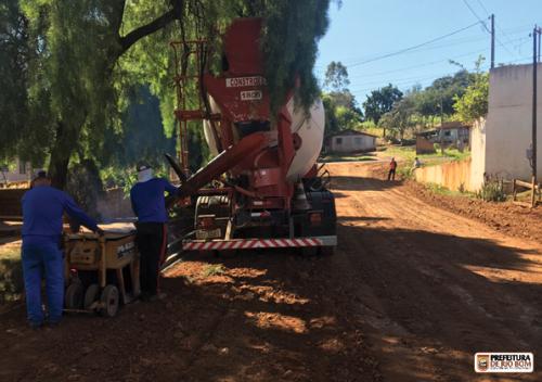 Empresa dá início a obras de pavimentação asfáltica