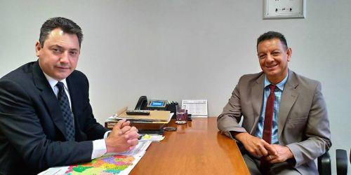 Prefeito Ene (PDT) no gabinete do deputado federal Sérgio Souza (MDB)