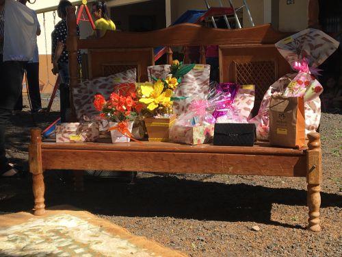 Brindes foram doados por professores da instituição e comerciantes do município