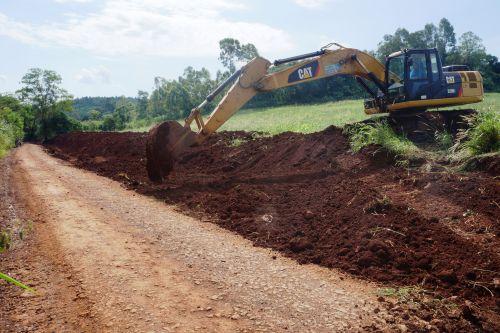 Prefeitura recupera estradas rurais e interurbanas