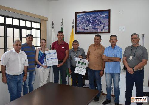 Prefeito, vereador e secretários se reuniram com Cohapar para facilitar a escrituração de mutuários no município