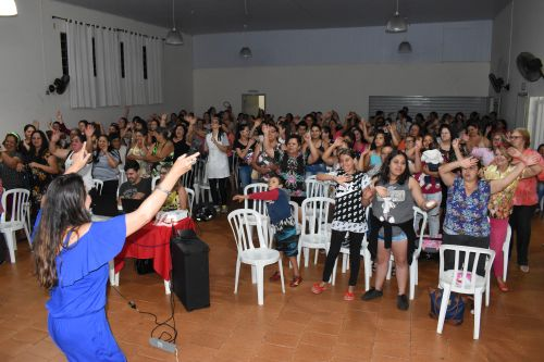 Mais de 100 mulheres prestigiaram o evento