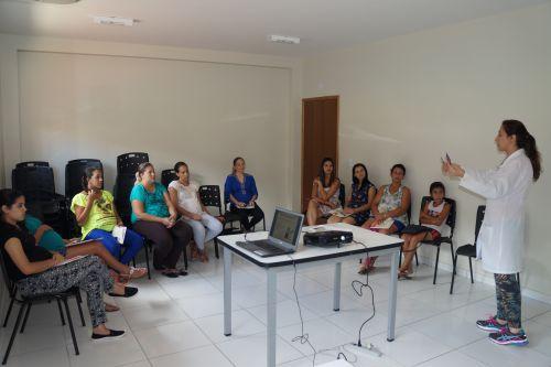 Enfermeira realiza primeira reunião do ano com as gestantes
