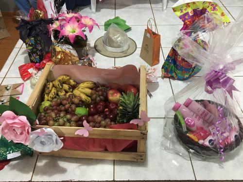 Alguns prêmios foram sorteados para o público. No prêmio do bingo, uma caixa de frutas para incentivar a boa alimentação