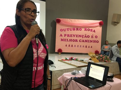 Palestra sobre prevenção ao câncer da mulher com a enfermeira Mércia de Paula