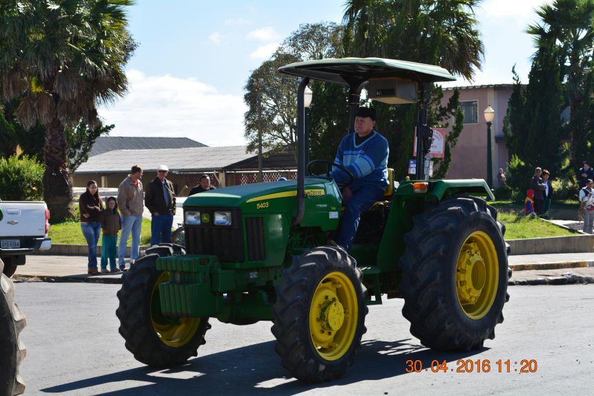 Desfile de Trator foi um sucesso no dia 30/04/2016 em comemoração a 4.ª Festa do Fumicultor e 36.ª Festa do Lavrador