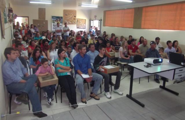 Prefeito participa da inaugura��o oficial do CAJU (Centro de atendimento a Juventude)