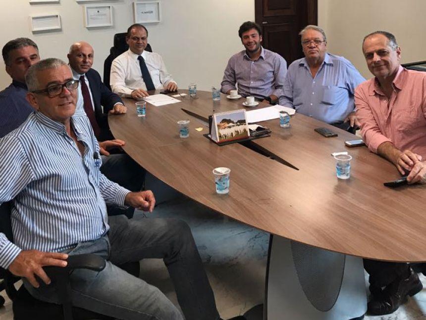Mario se reúne com ministro por equipamento dehemodiálise e fortalecimento da estrutura da Santa Casa