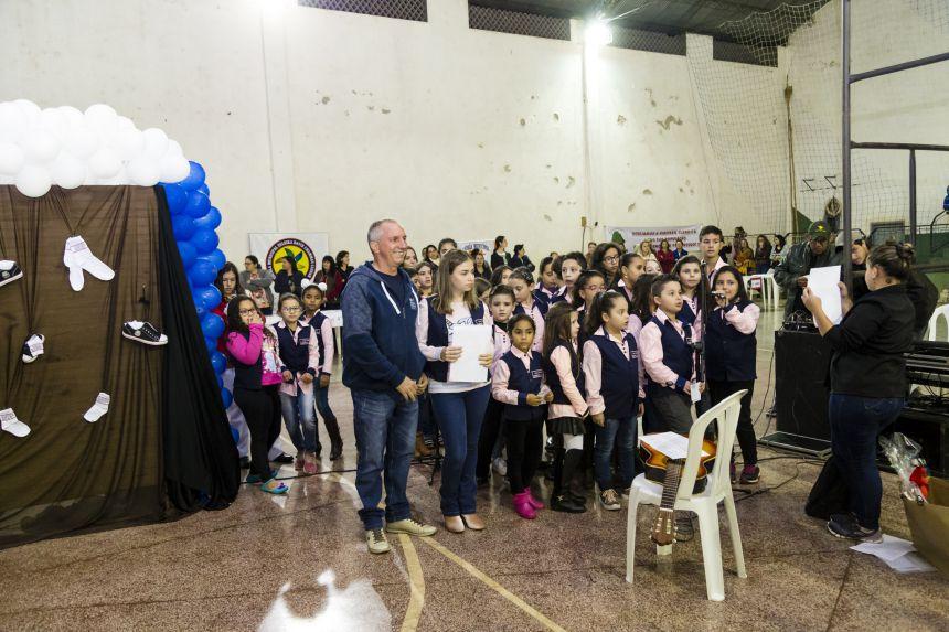 Prefeitura distribui gratuitamente novos uniformes para todos os alunos da rede pública municipal