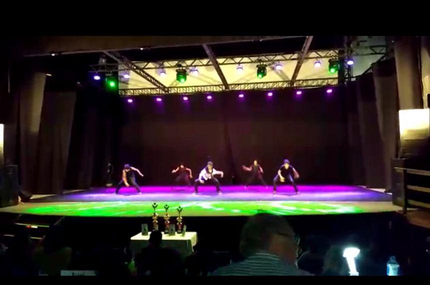 Alunos de projeto da prefeitura participam de Festival de Dança