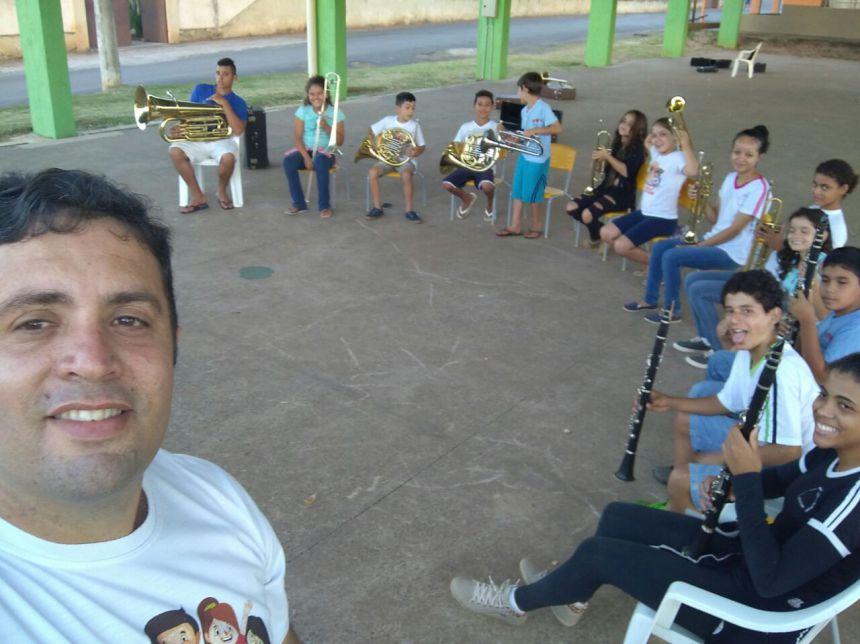 DEPARTAMENTO DE CULTURA DESENVOLVE PROJETOS CULTURAIS JUNTO À COMUNIDADE