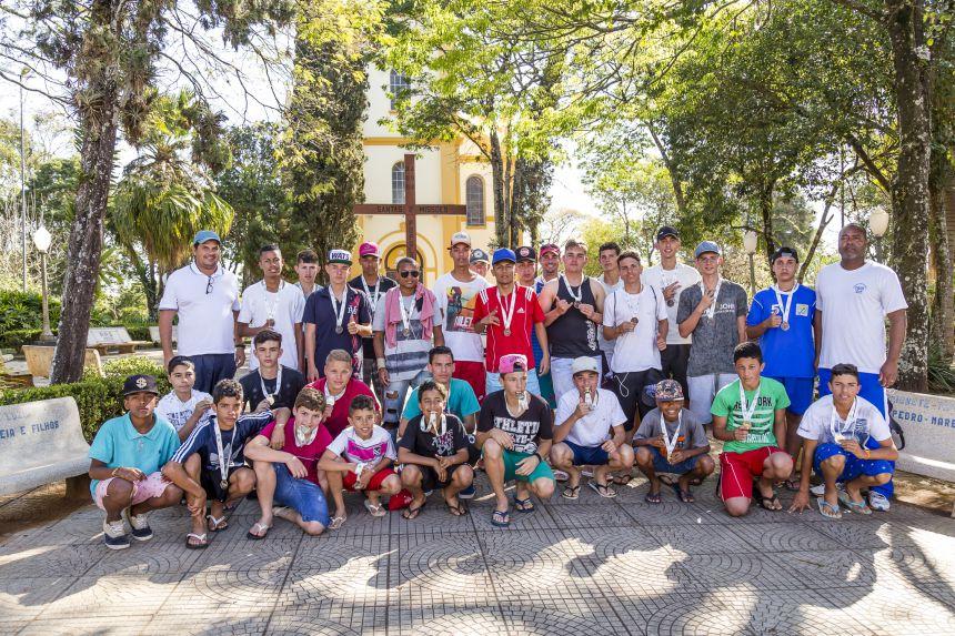 Ribeirão Claro vence etapa regional dos Jogos Escolares
