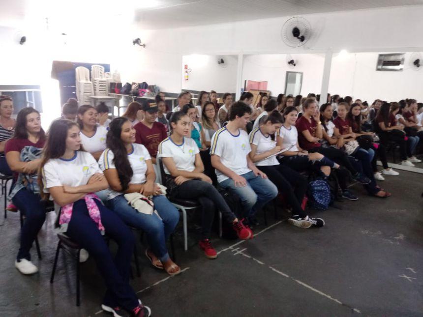 Assistência Social oferece palestra para alunos do Magistério