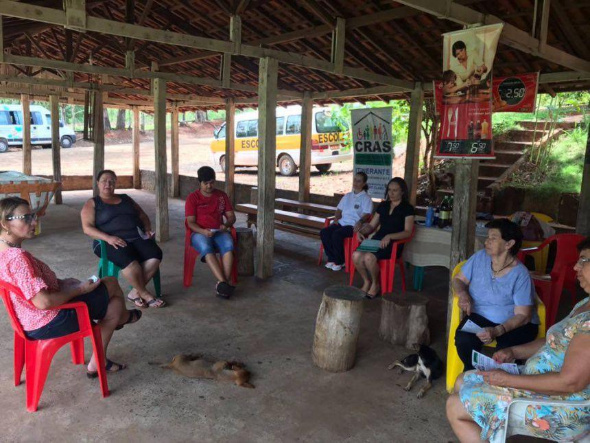 Equipe do Cras Itinerante visita bairro rural Sete Voltas