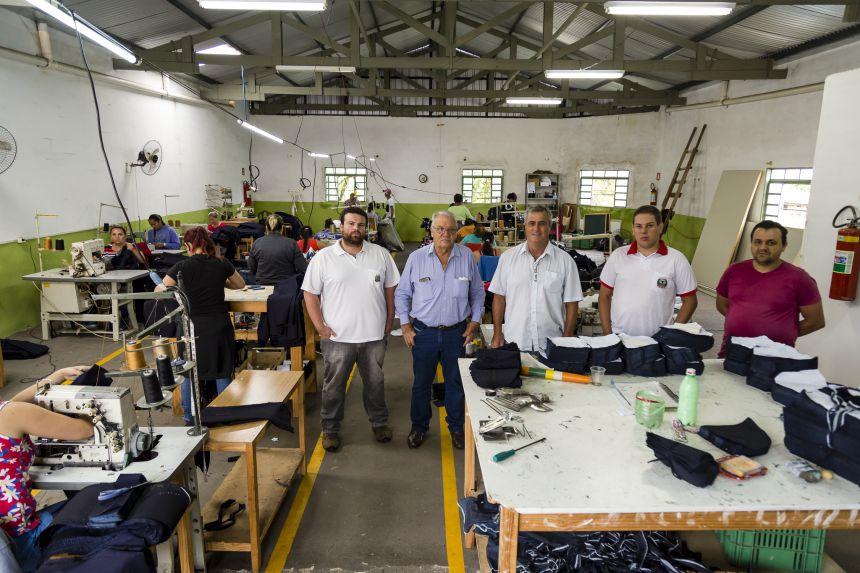 Mario visita primeira das duas confecções que se instalarão em Ribeirão Claro