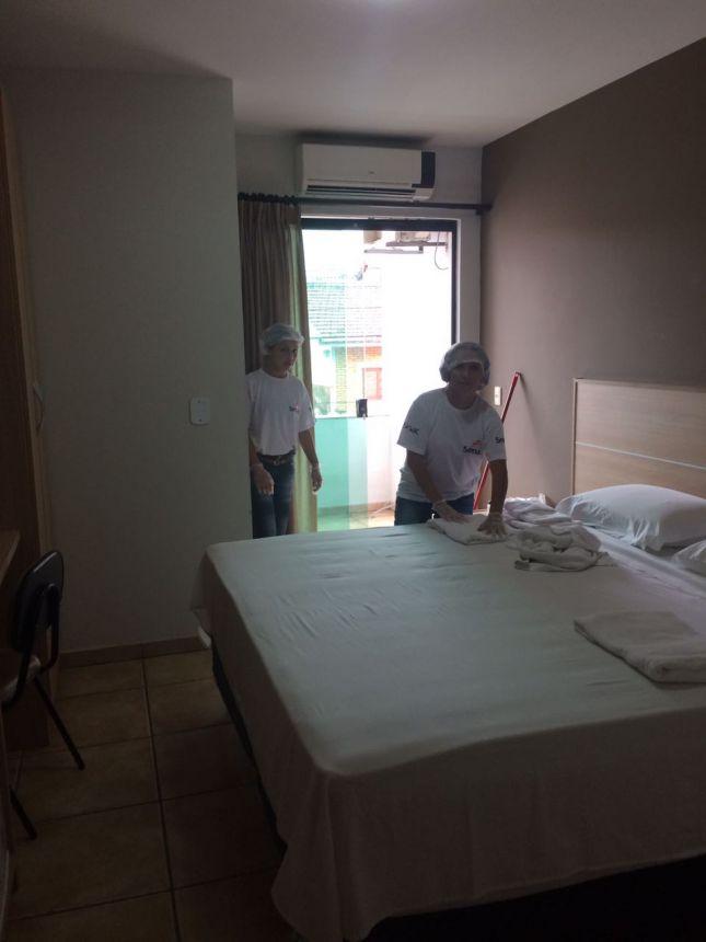 ALUNOS DO CURSO DE CAMAREIRA EM MEIOS DE HOSPEDAGEM PARTICIPAM DE VISITAS A HOTÉIS DA REGIÃO