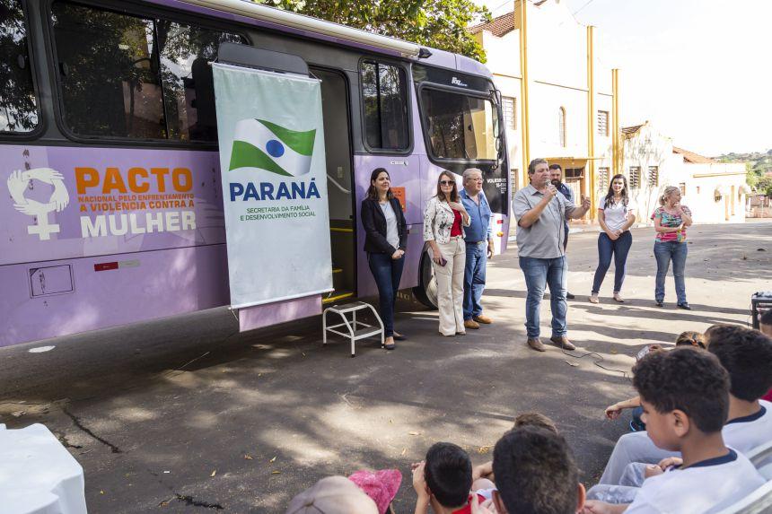 Ribeirão Claro recebe Ônibus Lilás