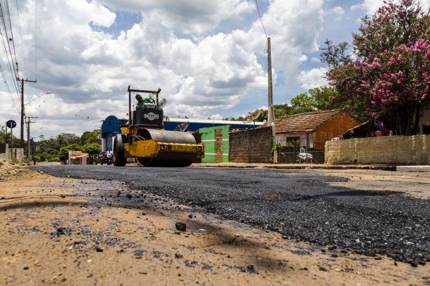 Operação tapa-buracos começa e repara ruas em toda cidade
