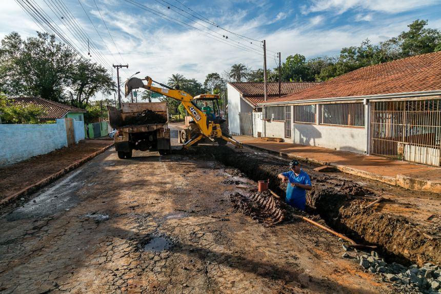 Drenagem de água na rua Doutor Vicente Machado