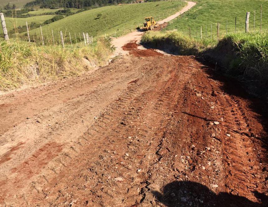 Iniciada restauração da estrada entre os bairros rurais Ruvina e Abreus